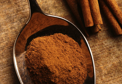 Cinnamon hair mask that will lighten your hair