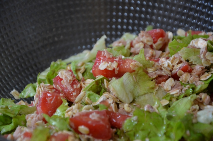 quick post-workout meal - tuna oats tomato lettuce
