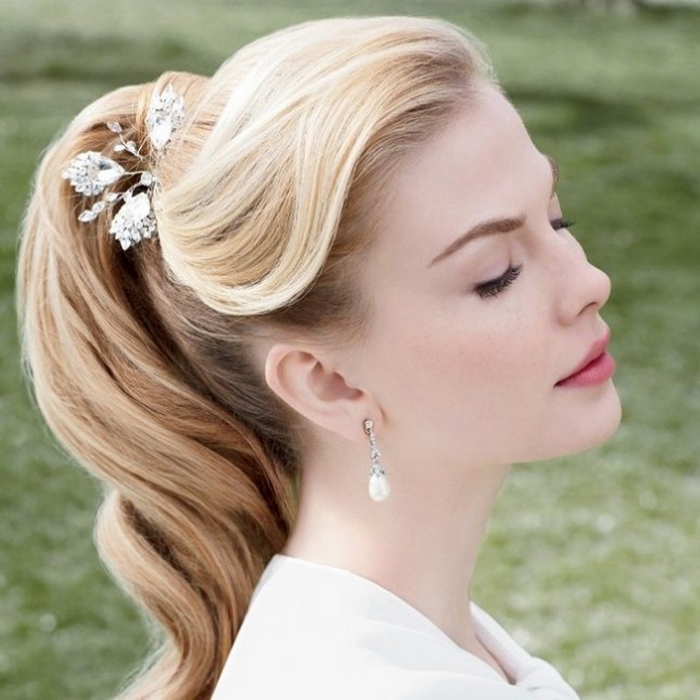 Cool 30 Dreamy Vintage Hairstyle Updos Inspired By Old Hollywood Short Hairstyles Gunalazisus