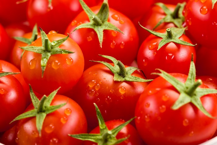 9 Beauty Benefits of Tomatoes for Skin - The Perfect Natural Gift