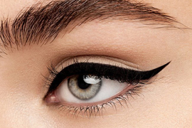 http://fashioncorner.net/beauty/tips-applying-eyeliner-pro/