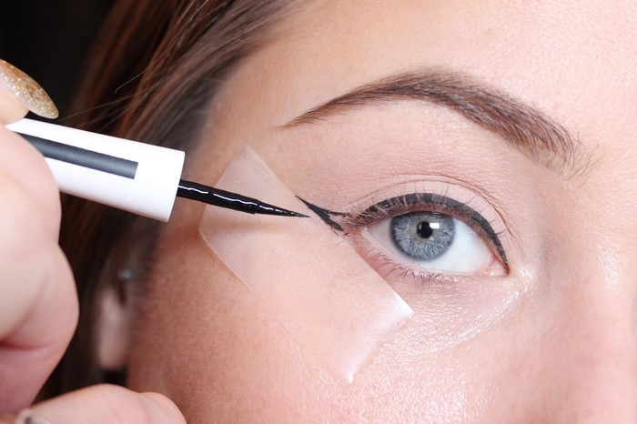 7-tips-for-applying-eyeliner-like-a-pro-fashion-corner