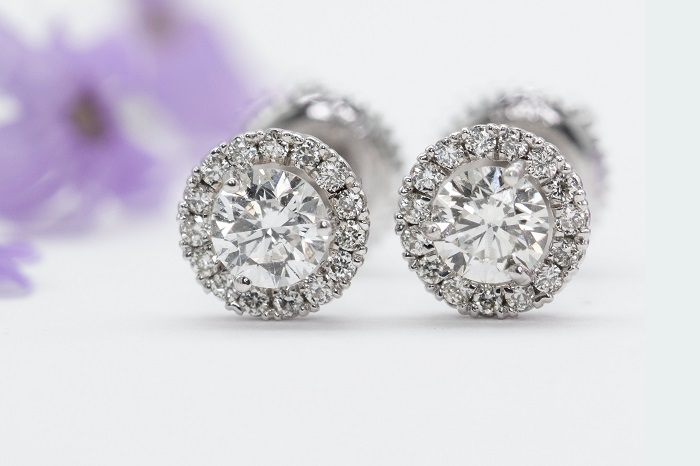 Guide to Choosing the Right Earrings for Women